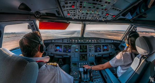 从飞机驾驶舱里看世界